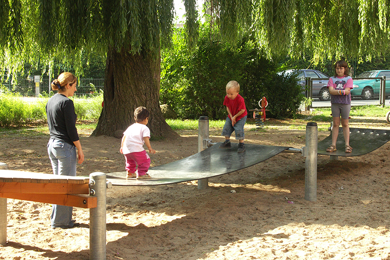 feature-kinderspielplatz-am-bache-gurtsteg-bruecke